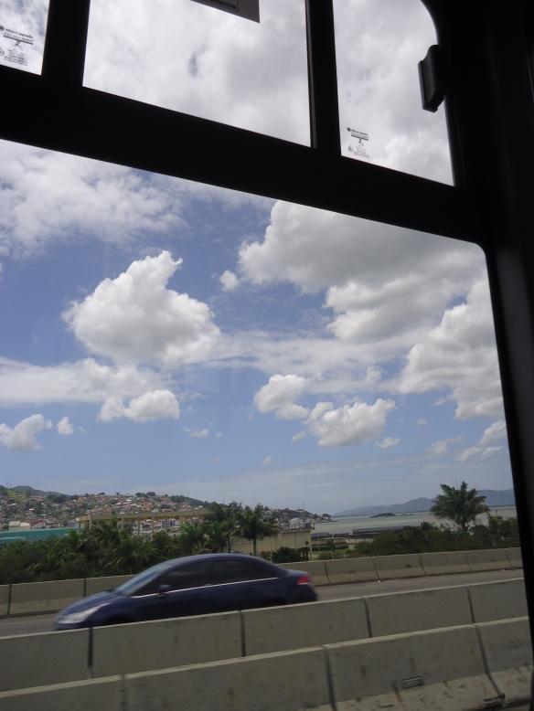 O que vejo da janela do ônibus.