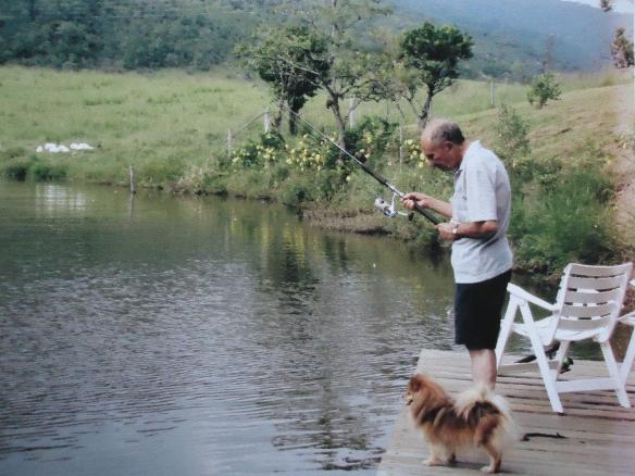 Seo Lourival e Charlotte, sua companheira inseparável, pescando, na Fazenda.