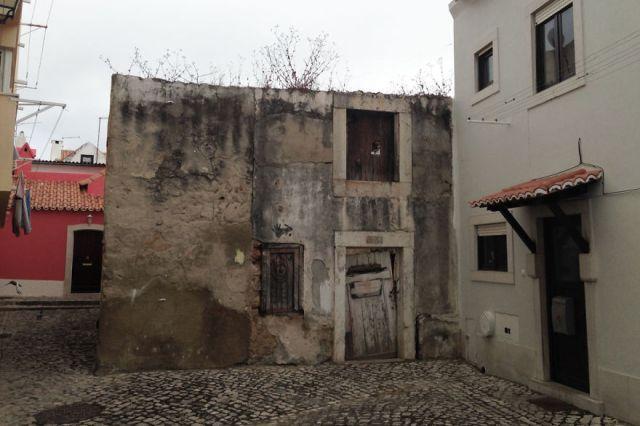 A Casa Triste. Imagem capturada no site www.boredpanda.com
