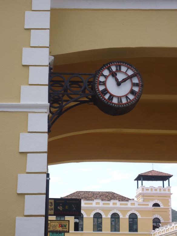 Relógio com Mercado linda