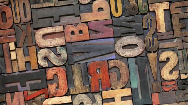 tipografia em madeira de demolição
